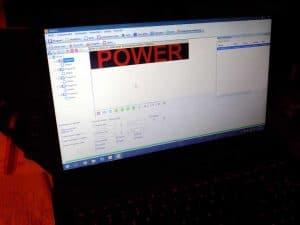 wprowadzanie komunikatu animowanego i symulacja na laptopie