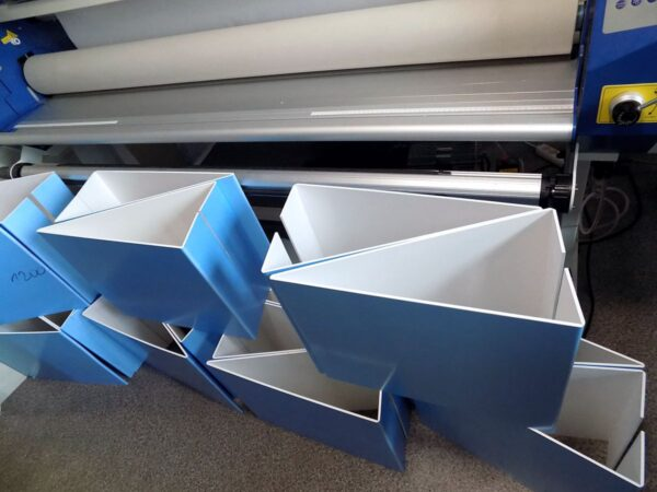 Potykacze plastikowe produkcja stojaków zaginanych PCV