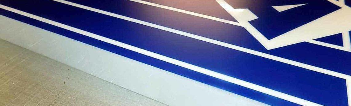 Produkcja kasetonu z logo firmy VEKA