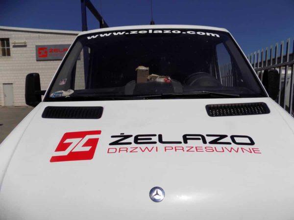nowy napis masce samochodu logo firmowe