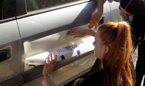 naklejanie naklejki reklamowej na samochód osobowy mińsk maz   Wykonanie reklamy na samochód osobowy