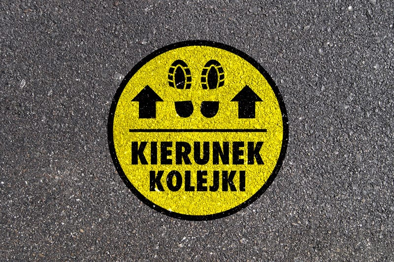naklejka na chodnik asfalt