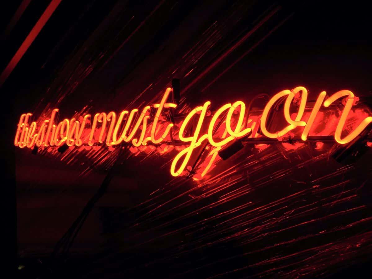 świecący napis dekoracyjny neon ze szkła