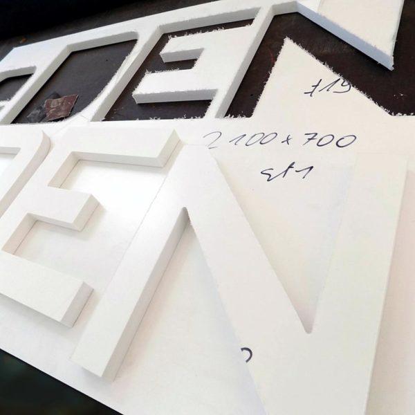 Wycinanie liter PCV przestrzennych CNC