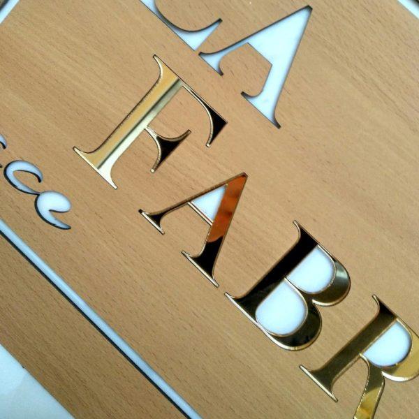 Wycinanie liter reklamy CNC laser