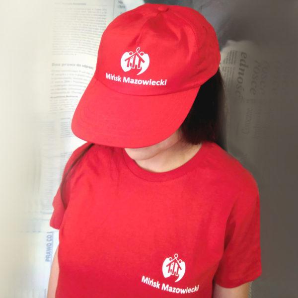 nadruki na odzieży reklamowej czapka koszulka
