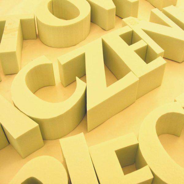wycinanie liter napisy styrodur do reklamy