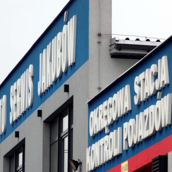 wycinanie styroduru litery na budynek