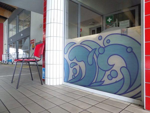 naklejka folia drukowana mrożona na szyby basen pływalnia