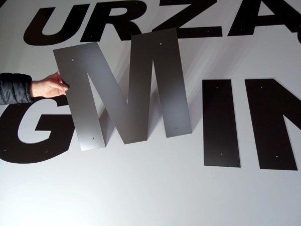 Litery cięte z blachy lakierowane proszkowo napis gmina | Oznakowanie budynku Urzędu Gminy napis przestrzenny