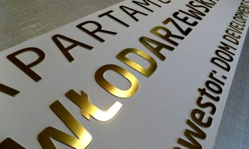 Metalowe litery cięte z blachy mosiężnej napisy - oznakowanie dla dewelopera