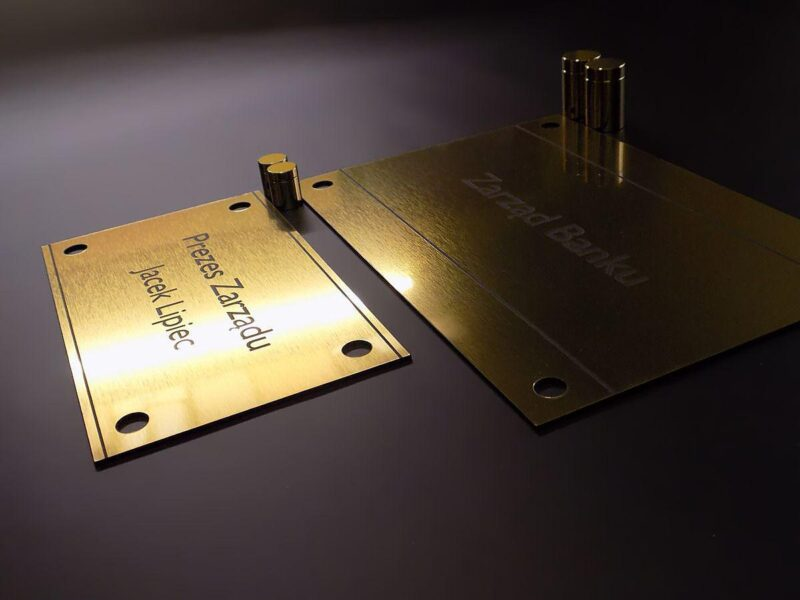 Oznakowanie reklama złote tabliczki grawerowane laminat