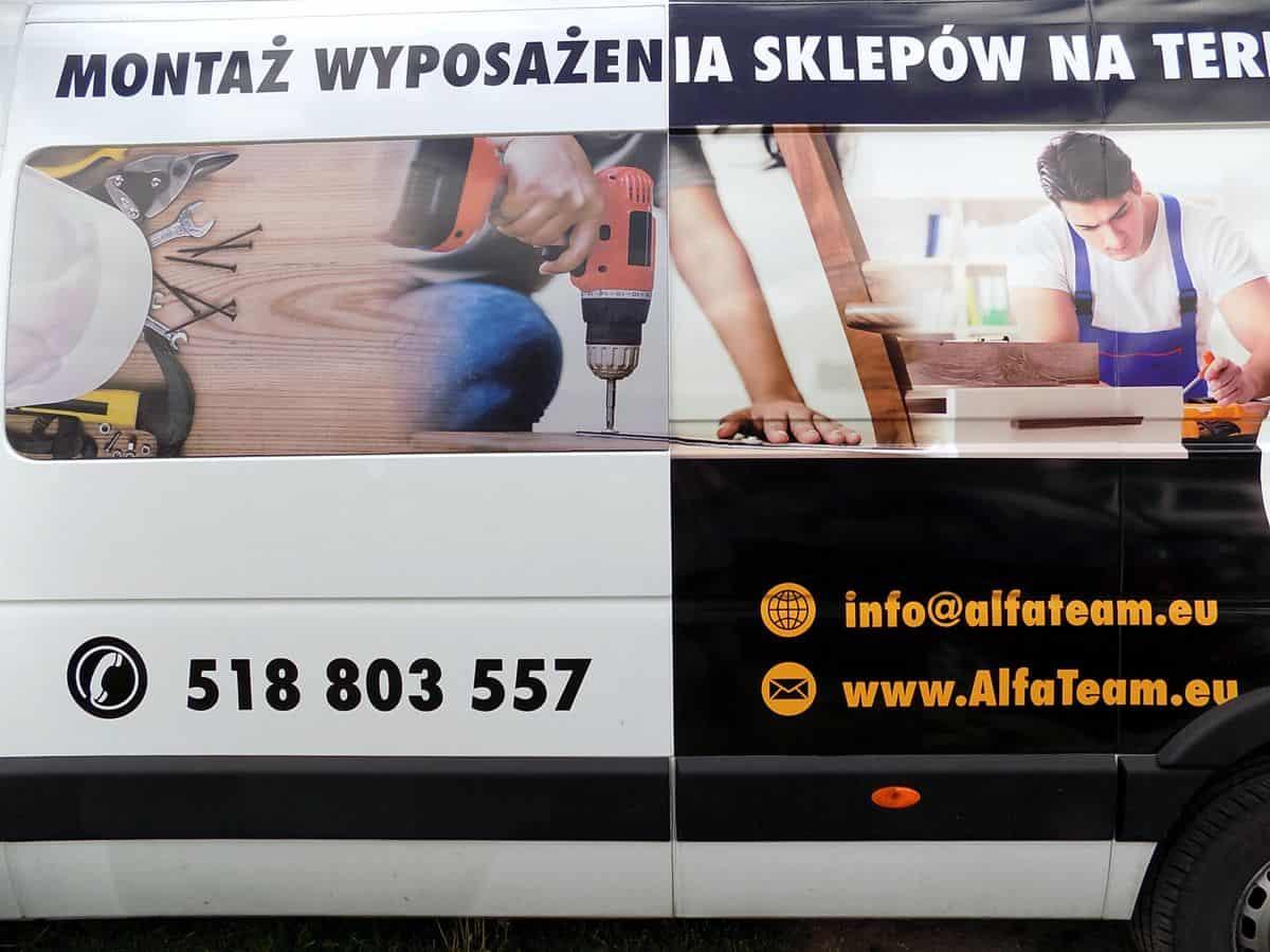 reklama na samochód dostawczy - naklejanie reklamy firmowej na auto