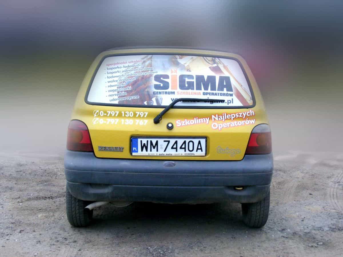 Trwała reklama na szybę samochodu - naklejka perforowana i napisy cięte ploterem