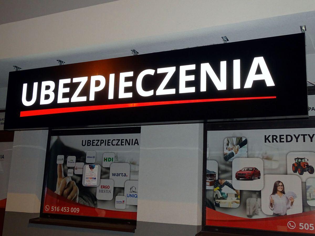 Reklama nowego punktu usługowego w Mińsku Mazowieckim - świecący kaseton reklamowy podwieszany