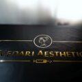 Logo złote z pleksi złotej lustrzanej reklama salonu
