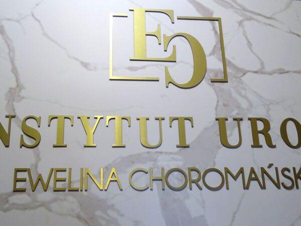 cięcie logo litery z Dibondu złotego wycinane cyfrowo CNC reklama 3D