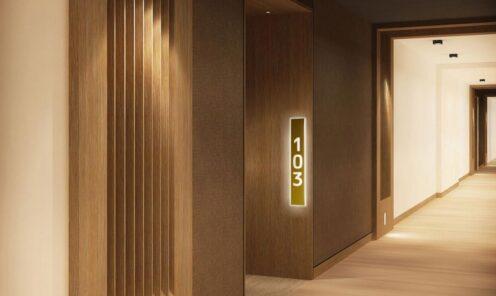 świecące oznakowanie w budynku podświetlana numeracja pokoi panel świetlny
