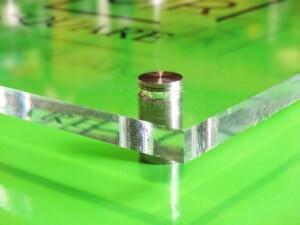 Jak wygląda szyld szklany z pleksiglasu tablica reklama