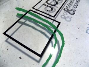 Logo na reprezentacyjnym szyldzie ze szkła syntetycznego pleksiglas reklama