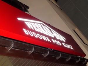 Logo reklama świetlna na budynku kaseton podświetlany LED