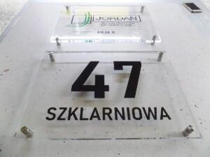 Oznakowanie i reklama z pleksiglasu tablica reprezentacyjna elegancki szyld