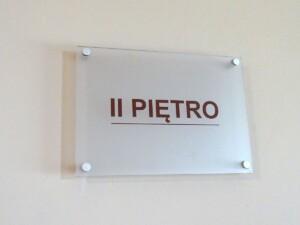System oznakowania urzędu tabliczka kierunkowa na ścianę